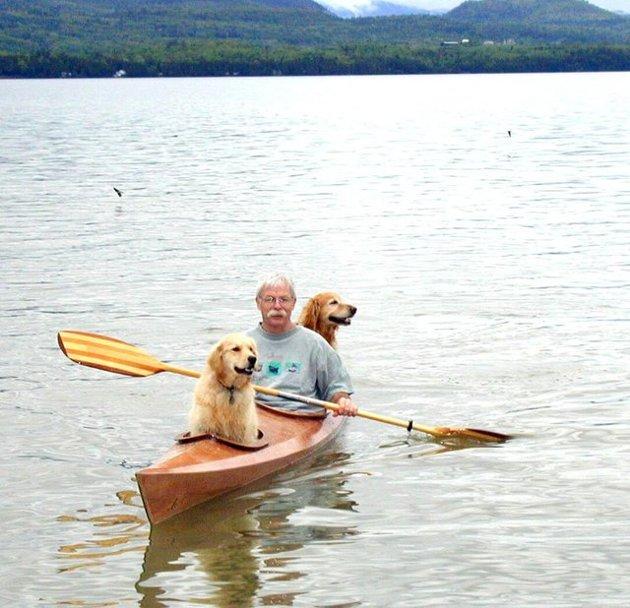 Cet homme a fabriqué un kayak sur mesure pour pouvoir emmener ses chiens en vadrouille