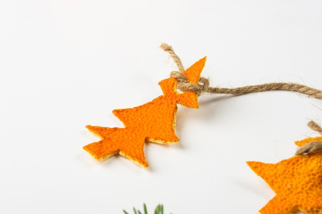 décorations de Noël en pelures d'agrumes pour éloigner les chats