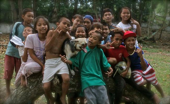 Les Philippines honorent Kabang, le chien héros