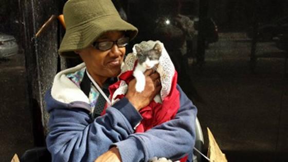 Elle perd sa maison, et gagne l'amour d'un chat
