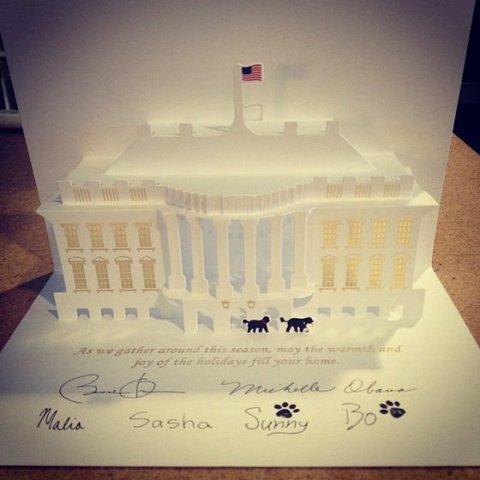 Bo et Sunny Obama signent la carte de vœux de la Maison Blanche