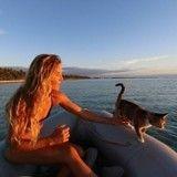 Elle fait le tour du monde en voilier accompagnée de son chat