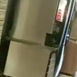 Il s'installe dans un Burger King et réalise brutalement qu'il est surveillé (Vidéo)