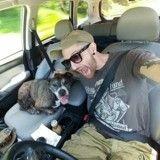 Ce vétéran traverse les Etats-Unis en voiture pour faire opérer son chien malade