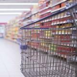 Courses au supermarché : quand il voit ce qui se trouve dans le caddie d'à côté, il a du mal à le croire