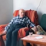 Le chaton s'approche d'un grand-père de 100 ans, ce qu'il se passe captive 2,5 millions de personnes (vidéo)