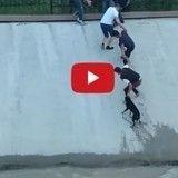 Ce jeune homme n'a pas hésité à risquer sa vie pour sauver celle d'un chiot errant (Vidéo du Jour)