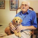 Ce grand-père a choisi le plus adorable des costumes d'Halloween pour son chien et lui