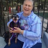Après la mort de son mari, elle fait un geste très fort envers un chien mourant