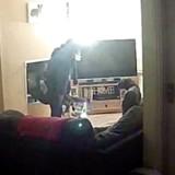 Leur chienne change totalement de comportement, ils installent une caméra et ont un choc