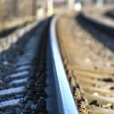 Le conducteur du train se précipite sur les voies, quand les passagers comprennent ils applaudissent