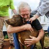Il retrouve son chien en vie après le passage d'une tornade (Photos)