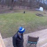Elle partage une vidéo de son copain avec son chien : choqués par un détail, les internautes lui disent de le quitter ! (Vidéo)
