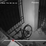 Chaque nuit son paillasson disparait, il met une caméra vidéo et éclate de rire !