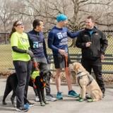 Cet homme malvoyant et ses trois chiens guides ont couru le Semi-Marathon de New York !