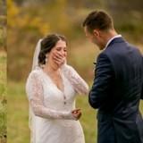 Quand la mariée ouvre son cadeau, elle sait immédiatement que c'est l'homme de sa vie