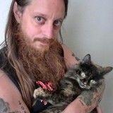 Un musicien accidentellement élu au conseil de sa ville… à cause de son chat !