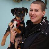 Elle parcourt 2000km afin d'adopter un chiot handicapé et la raison va vous émouvoir !
