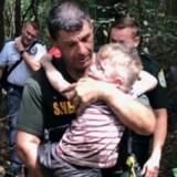 Enfant de 3 ans perdu dans les bois : en entendant les chiens aboyer, tout le monde se fige