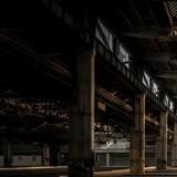 Cauchemar à l'aéroport : les policiers entrent dans un entrepôt et découvrent l'horreur