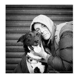 Un relooking pour faire des sans-abri et leurs chiens les rois de la rue