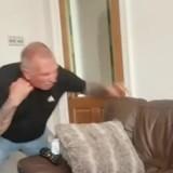 Il achète un collier anti-aboiement pour son chien : il le teste sur lui et en tremble encore (Vidéo)