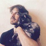 Ian Somerhalder de Vampire Diaries fait le buzz en posant avec un chat pour une très bonne raison