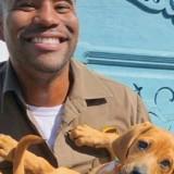 Ce facteur est le roi des selfies avec des chiens !