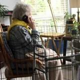 Elle enferme sa grand-mère dans une cage pour une raison qui choque tout le monde
