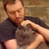 Adopté, ce chat borgne est devenu… un chat de garde !