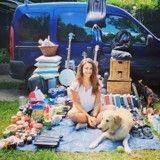 Elle retape un vieux van et plaque tout pour faire le tour du monde avec son chien !