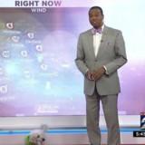 Un petit chien surgit pendant la météo, la réaction du présentateur fait fondre tout le monde (Vidéo)