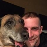 Un vétéran adopte le chien qui a travaillé à ses côtés en Afghanistan