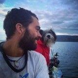 Ce chien parcourt la Méditerranée en kayak avec son humain