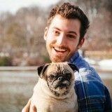 Il a passé la Saint-Valentin avec son chien et… il a eu raison !