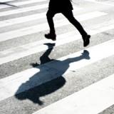 Il voit quelqu'un courir en pyjama dans la rue : il se précipite derrière et fait une rencontre inattendue