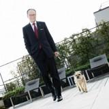A la tête d'un palace parisien, il offre un poste très important à son chien !