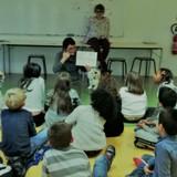 Les enfants d'une école à Argenteuil aident des chiens à se faire adopter