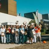 Pour ses 15 ans, Affinity offre 15 tonnes de croquettes à la Croix-Rouge