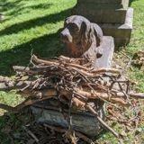 Dans ce cimetière, la tombe d'un chien décédé il y a 100 ans reçoit des cadeaux de tous les passants