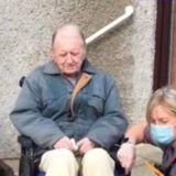 Elle parcourt 500 kilomètres pour faire une émouvante surprise à ce vieil homme seul