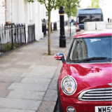En voiture, il voit les passants lui faire des signes : il s'arrête en urgence et est choqué par ce qu'il découvre !