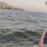 Patrouille maritime de nuit : ils voient une ombre flotter dans l'eau et foncent (Vidéo)