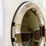 Bruits bizarres dans le sèche-linge en plein orage : il ouvre la porte et hurle de rire !