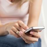 Elle reçoit un SMS d'un numéro inconnu : en l'ouvrant, elle a des paillettes dans les yeux