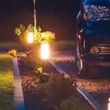 Bruits bizarres au milieu de la nuit : il s'accroupit et lâche sa lampe quand il voit ce qu'il y a sous sa voiture
