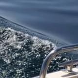 Sortie en famille en bateau : la maman voit quelque chose dans l'eau et se met à hurler !