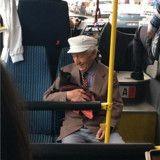 Cette photo d'un vieil homme et d'un chaton est la plus belle chose que vous verrez aujourd'hui