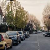 Citroën garée dans la rue pendant des jours : un voisin regarde par la vitre et fonce appeler les secours