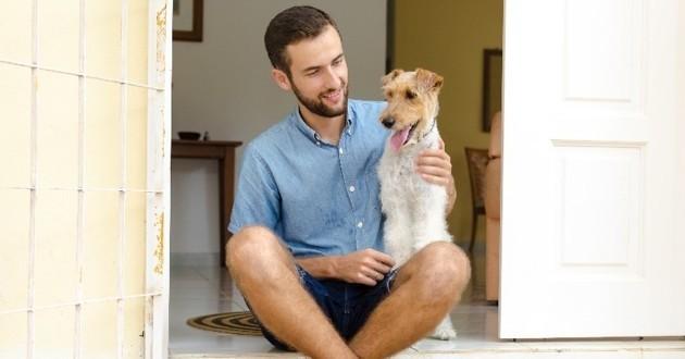 chien avec son maître